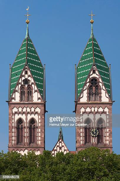 towers of the herz jesu-kirche, or sacred heart church, built in the style of historicism, consecrated in 1897, freiburg, baden-wurttemberg, germany - kirche fotografías e imágenes de stock