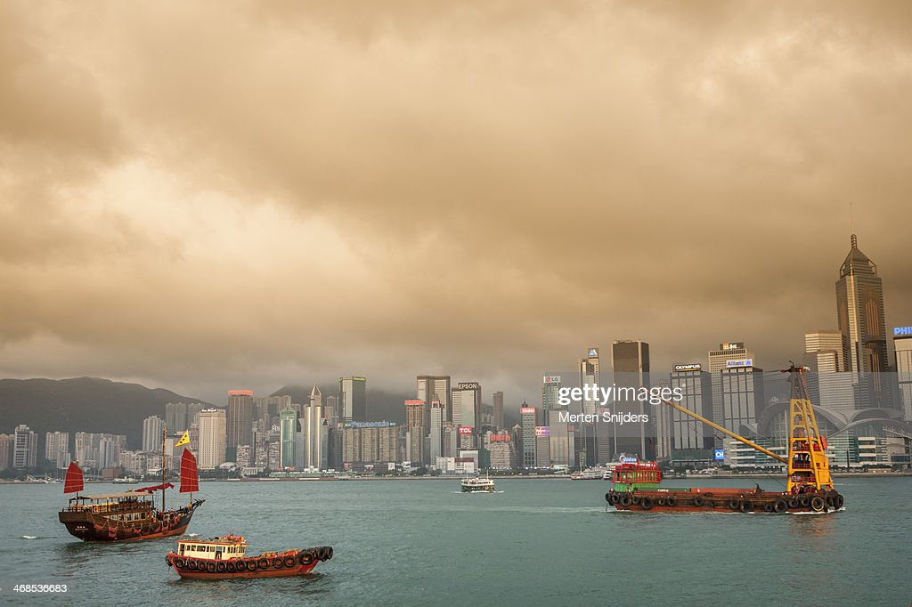 Towing ship in victoria harbour : Stockfoto