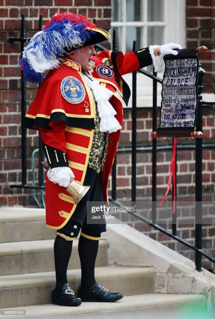 The Duke & Duchess Of Cambridge Welcome A Baby Boy : News Photo