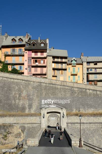 town gate or the porte d'embrun brian��on france - embrun stock pictures, royalty-free photos & images