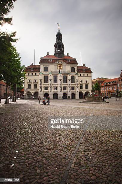 town hall and marktplatz square, lüneburg - lüneburg stock pictures, royalty-free photos & images