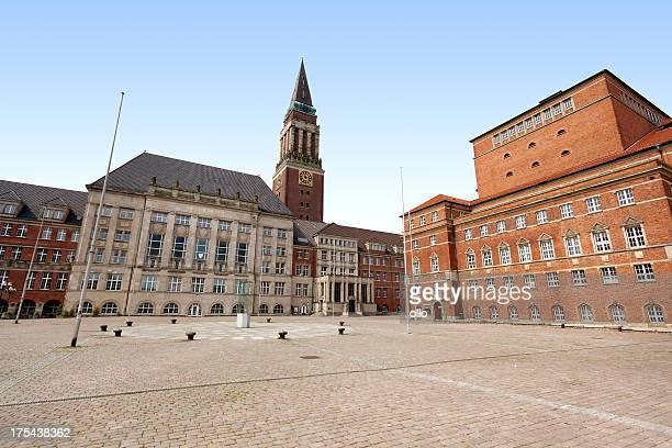 town hall und theater kiel, deutschland - rathaus stock-fotos und bilder
