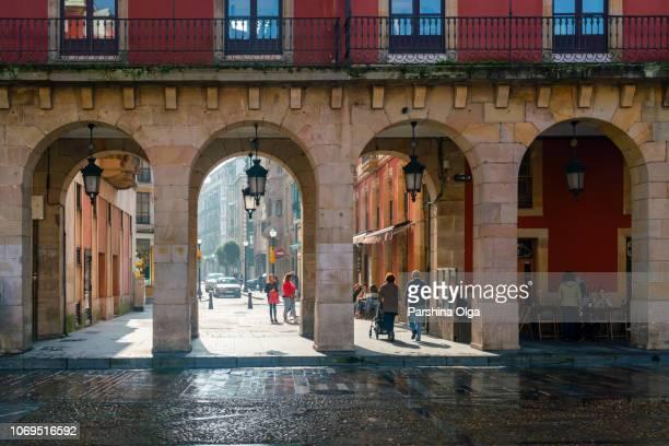 ayuntamiento de plaza mayor, gijón, asturias, españa - principado de asturias fotografías e imágenes de stock