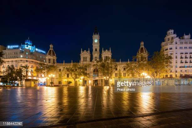 town hall building on plaza del ayuntamiento in valencia at night, spain. - valencia fotografías e imágenes de stock
