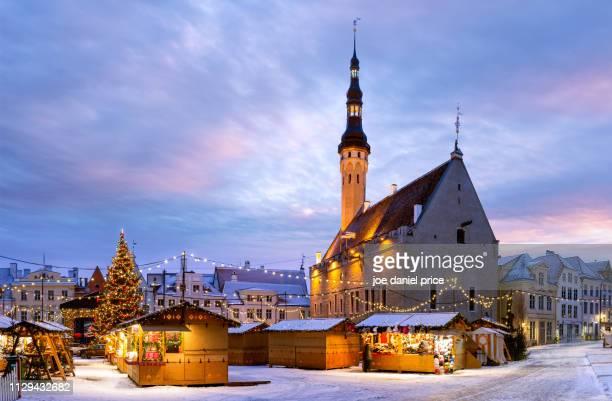 town hall, christmas market, snow, tallinn, estonia - tallinn stock pictures, royalty-free photos & images