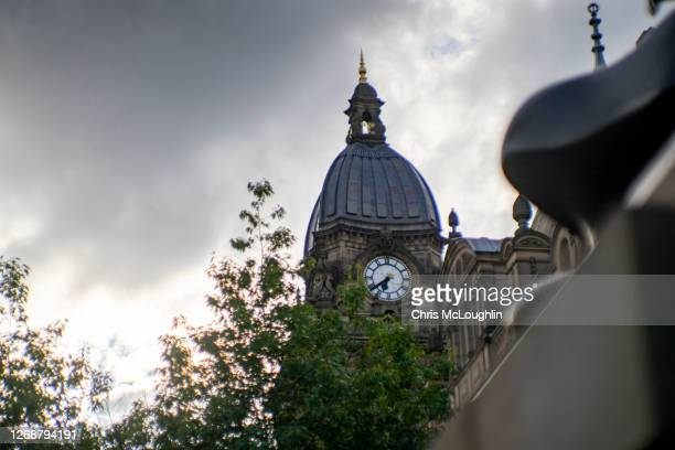 town hall clock - leeds - leeds stock pictures, royalty-free photos & images