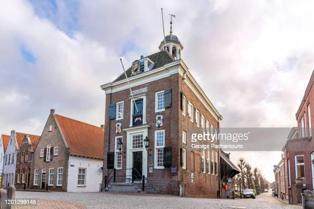 town hall of nieuwpoort, the netherlands - zuid holland stockfoto's en -beelden
