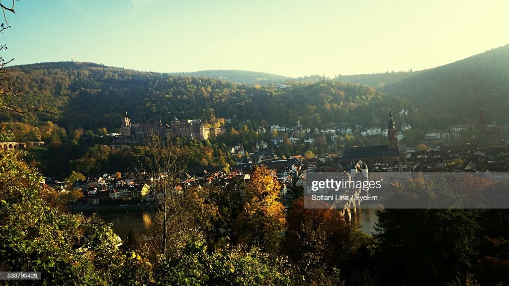 Town Nesting In Valley : Foto stock