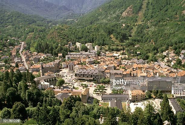 town of ax les thermes in ariege, france - ax les thermes photos et images de collection