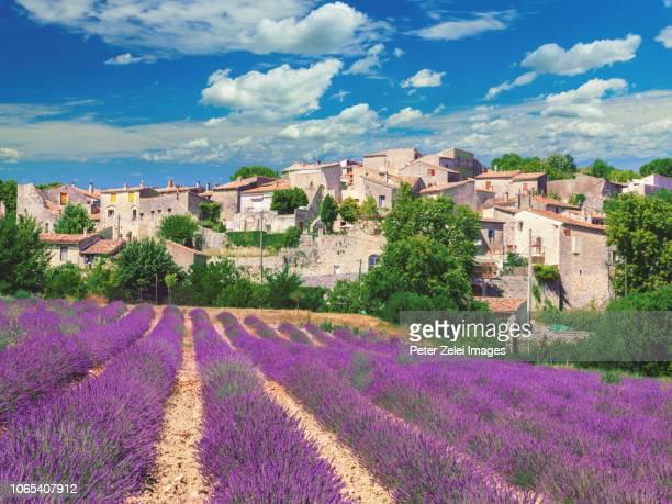town of cereste in provence, france - provence alpes côte d'azur - fotografias e filmes do acervo