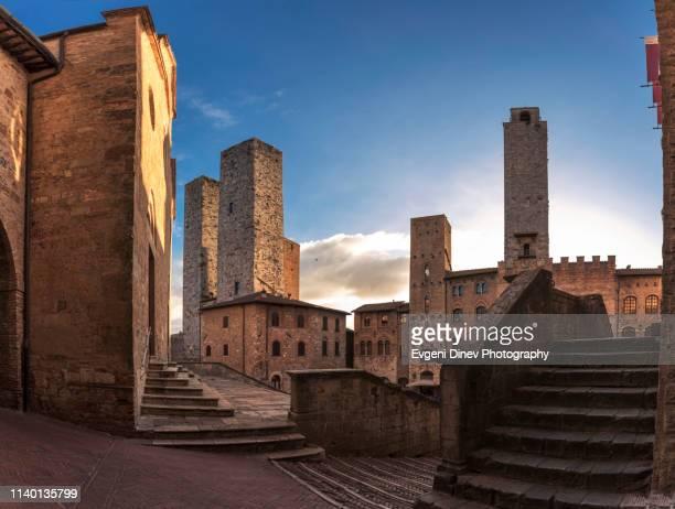 town of san gimignano - サンジミニャーノ ストックフォトと画像