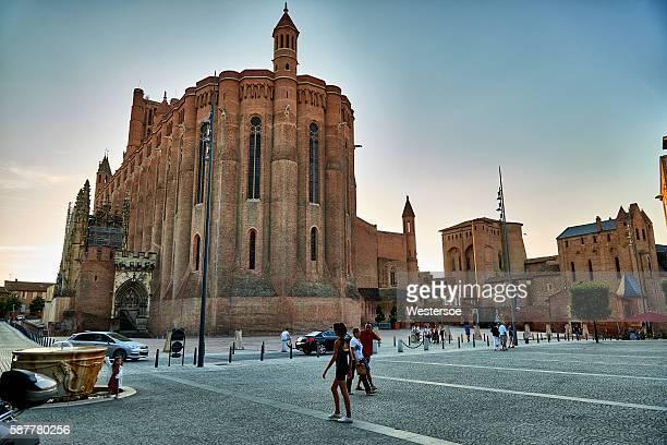 アルビの町の広場と大聖堂 - アルビ ストックフォトと画像