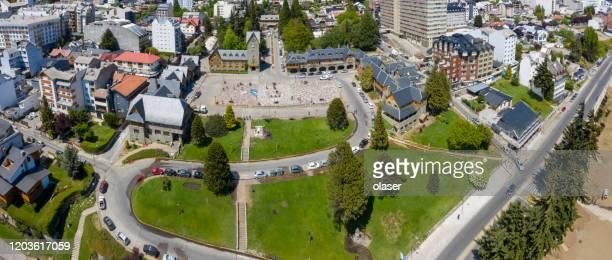町広場、中央バリローチェ市、アルゼンチン - リオネグロ州 ストックフォトと画像