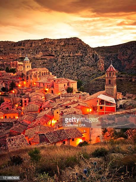 town surrounded by stony hills, albarracin, teruel - アラゴン ストックフォトと画像