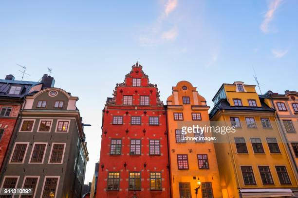 townhouses at dusk - stockholm stock pictures, royalty-free photos & images