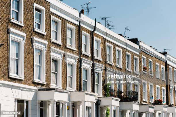 townhouses with brick facade in notting hill, a district in west london in  kensington and chelsea - architecture stock pictures, royalty-free photos & images