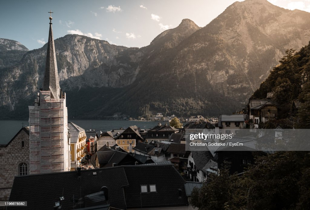 Townscape And Mountains By Lake Against Sky : Stock-Foto