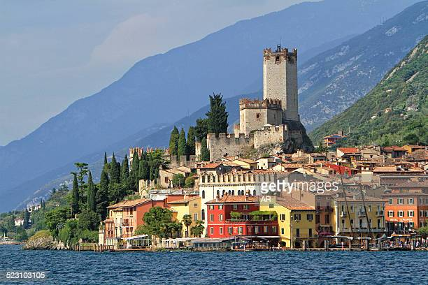 townscape with lake garda, malcesine, verona province, veneto, italy - malcesine stock pictures, royalty-free photos & images
