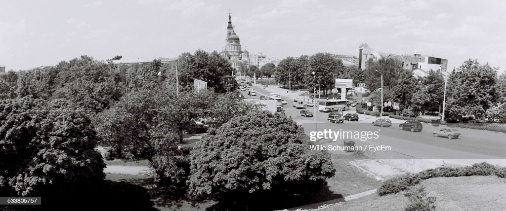 Townscape With Road Traffic : Foto stock