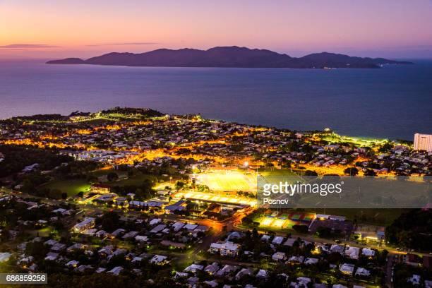 townsville and magnetic island - townsville australia fotografías e imágenes de stock