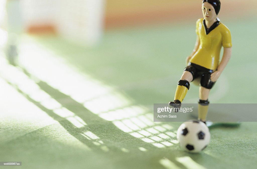 Toy figurine playing football, Tipp Kick : Foto de stock