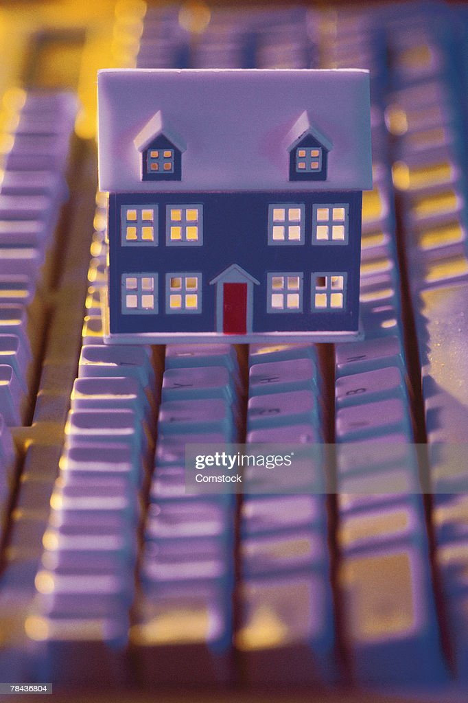 Toy house on top of keyboard : Stockfoto