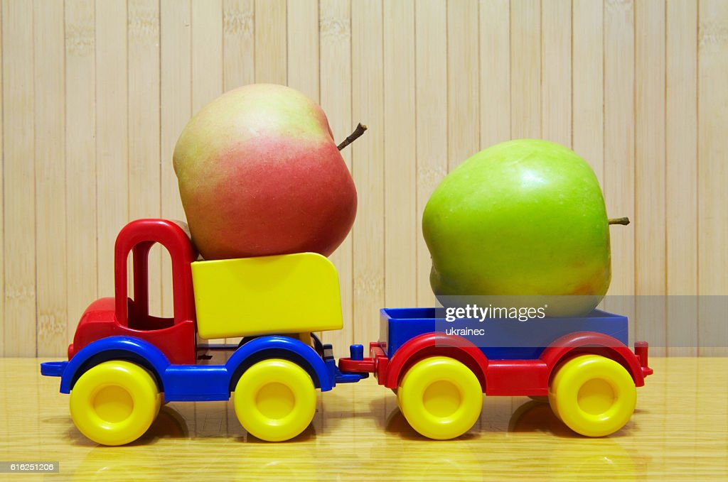 Toy plastic car with apple : Foto de stock