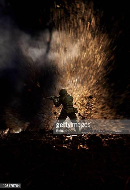 Petit soldat devant Explosion