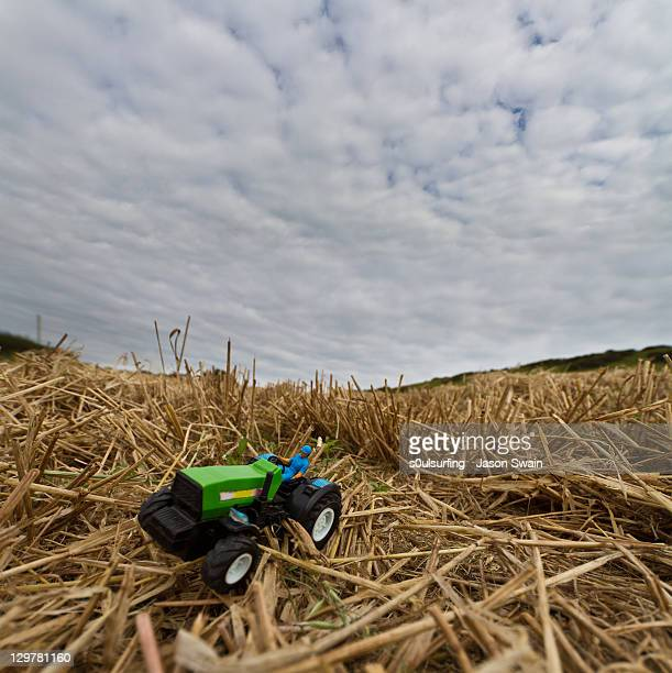 toy tractor - s0ulsurfing - fotografias e filmes do acervo