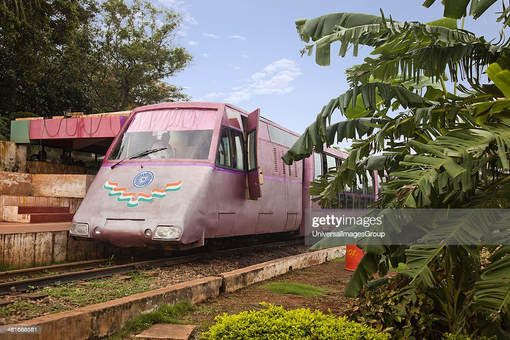 Toy train standing at a platform, Kailasagiri Park, Vishakhapatnam, Andhra Pradesh, India : ニュース写真