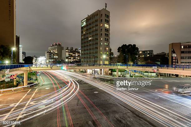 toyko traffic footbridge light traces by long exposure cityscape intersection - 見渡す ストックフォトと画像
