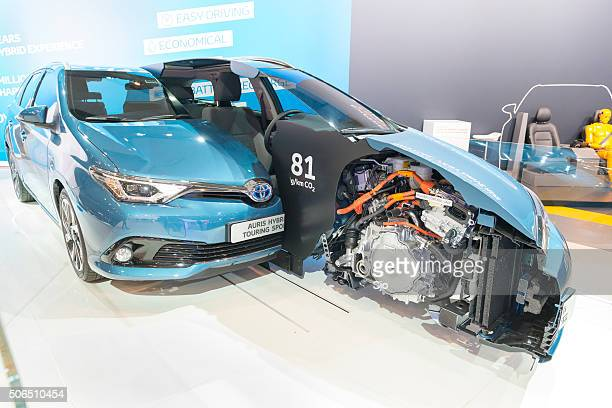 toyota auris cross section showing the hybrid powertrain - toyota motor co stock pictures, royalty-free photos & images