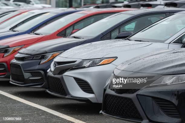 2020トヨタカムリセダンズ - トヨタ自動車 ストックフォトと画像