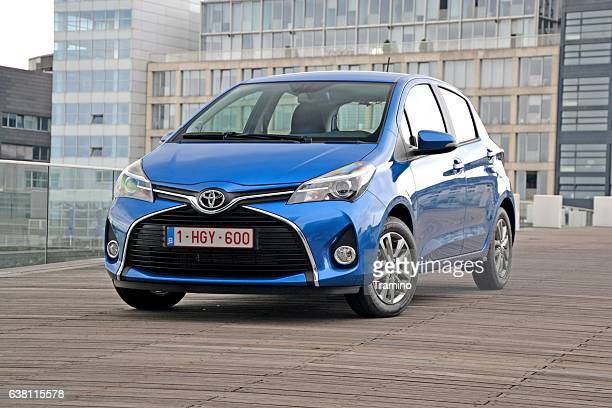 toyota yaris on the street - toyota motor co stock pictures, royalty-free photos & images