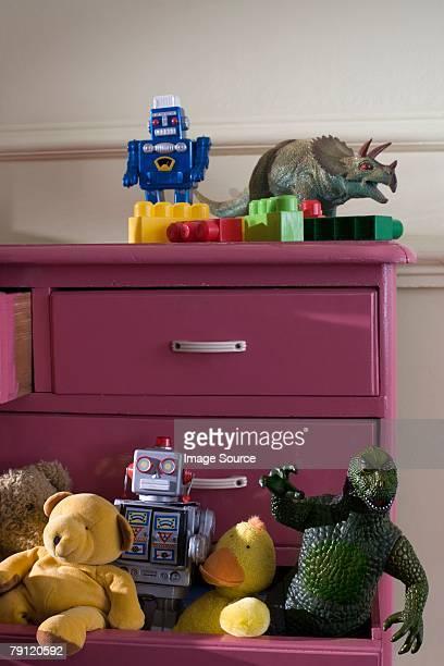 Jouets dans un Meuble à tiroirs
