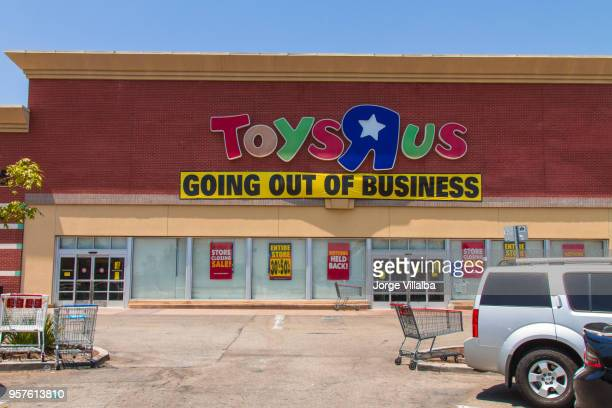 toys r us after filling for bankruptcy - closing stock photos and pictures