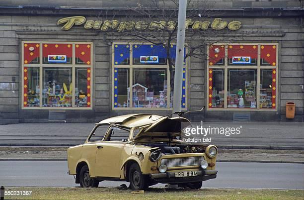 Trabant mit Totalschaden an der Frankfurter Allee in Berlin
