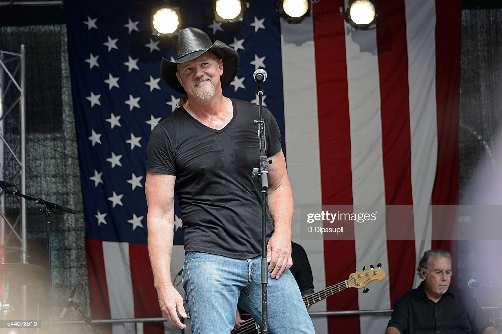 """FOX & Friends"" All American Concert Series - Trace Adkins"