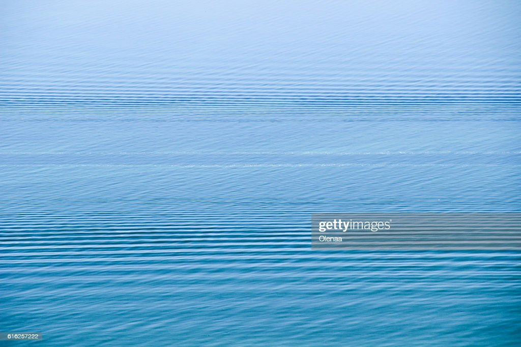 Trace on  water. Boat wave on the blue water surface : Foto de stock