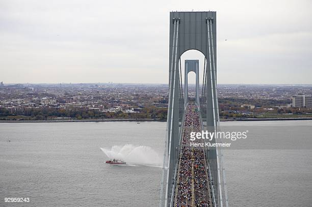 ING New York City Marathon Aerial scenic view of miscellaneous action crossing Verrazano Narrows Bridge New York City NY 11/1/2009 CREDIT Heinz...
