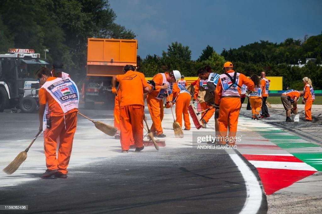 AUTO-F1-PRIX-HUN-PRACTICE : News Photo