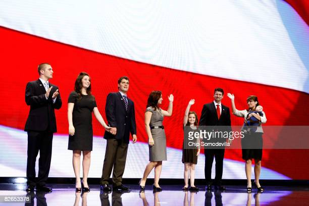 Track Palin Bristol Palin her boyfriend Levi Johnston Willow Palin Piper Palin husband Todd Palin and Republican US vicepresidential nominee Alaska...