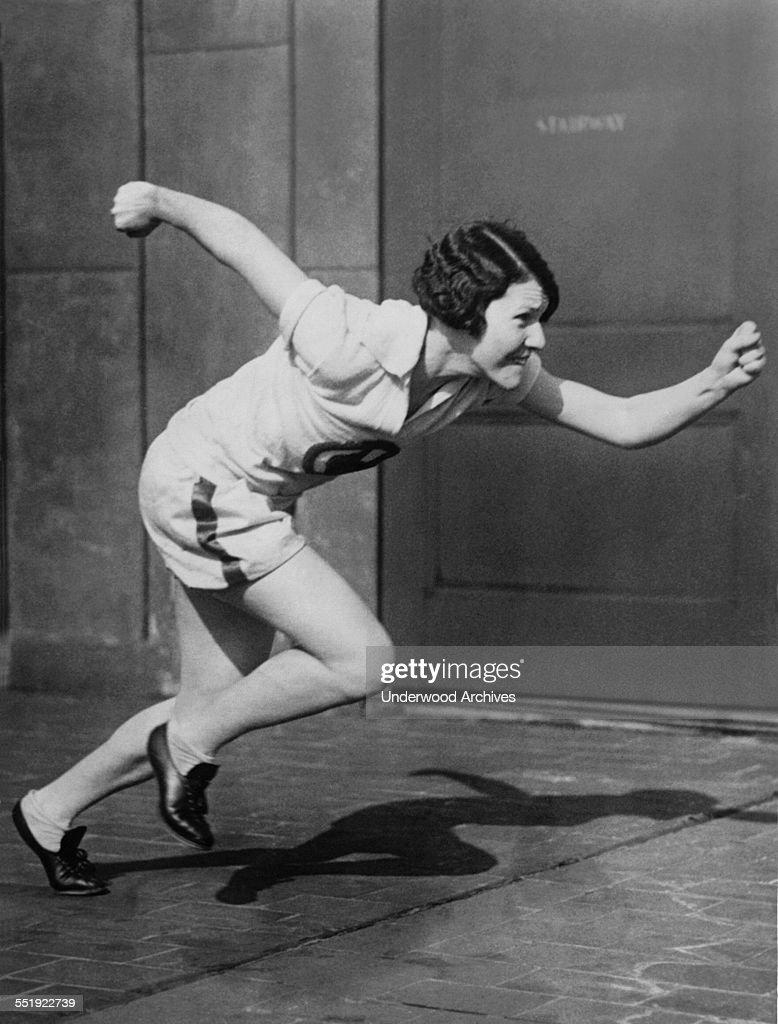Woman Sprinter Practicing : ニュース写真