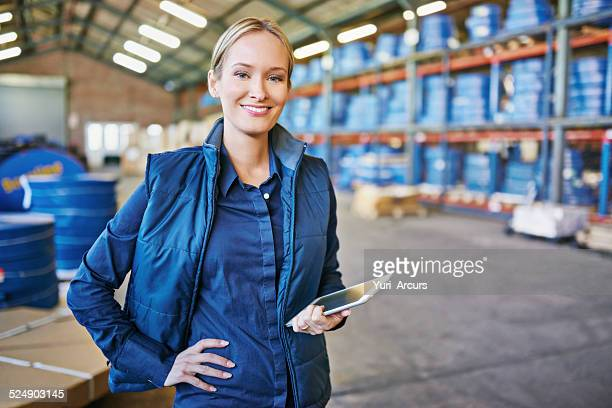 tracking your order to its destination - arbeider stockfoto's en -beelden