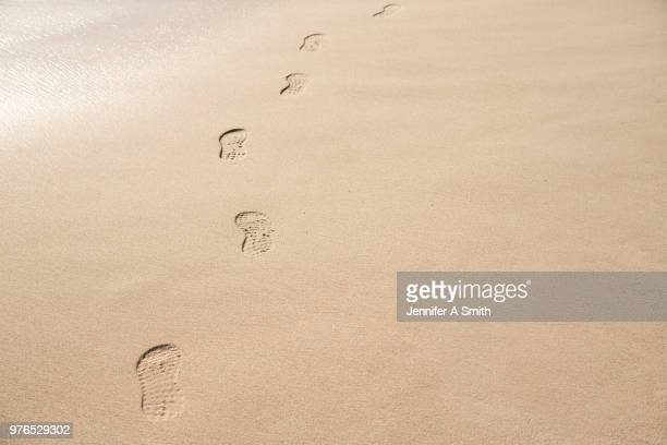 tracks in the sand - shoe print stock pictures, royalty-free photos & images