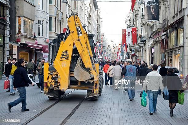 Traktor in Istiklal Avenue, Istanbul
