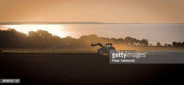 Tractor luz de la puesta de sol