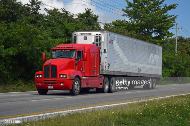 tractor truck kenworth kenmex t600 on the road - refrigerator truck stock pictures, royalty-free photos & images