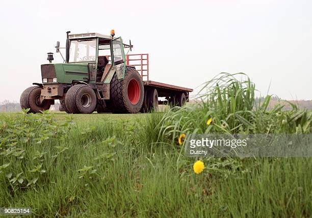 Tracteur avec bande-annonce