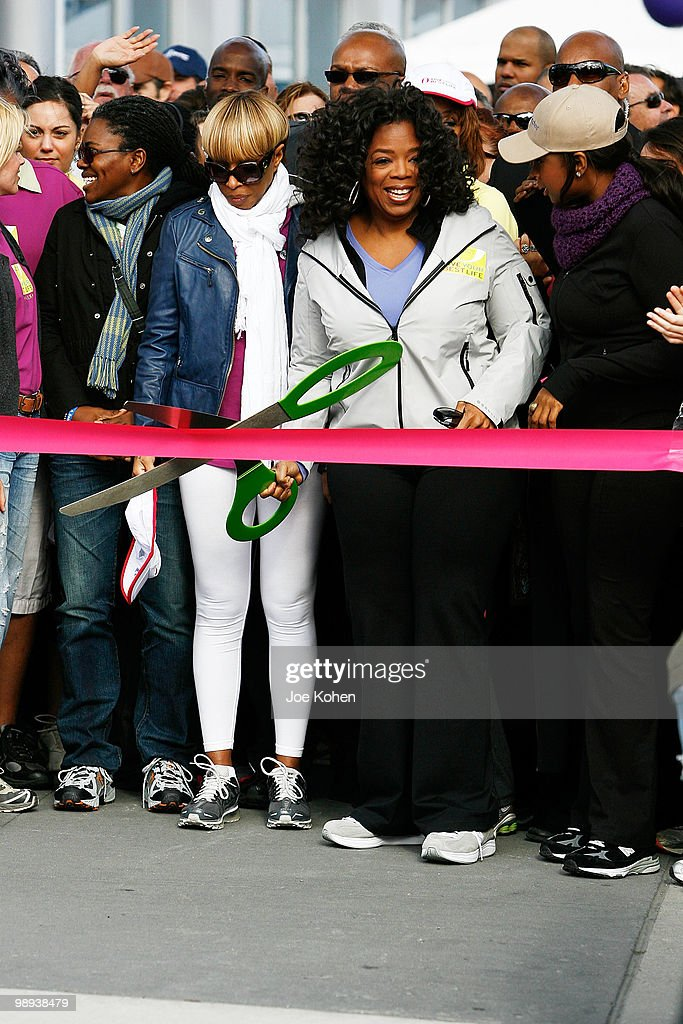 """Charity Walk To Celebrate The 10th Anniversary Of """"O, The Oprah Magazine"""" : ニュース写真"""